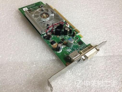 只要您的主板有PCI-E插槽就可以用,有大小挡板,大机箱小机箱都可以用 联系人:邓江川 电话:15018729059 大量到货!特价销售! 8400GS 真实256M共享512M!100%全新库存,100%原装卡,请放心购买。请不要去拿那些维修的显卡比较! 此卡真实板载256显存,直接共享512MB的海量显存,不用设置就是512MB绝对超值,看电影更爽,高清解码1080P电影,让你在家里也可以欣赏到电影院里的效果,3D网络游戏通杀,什么魔兽世界,永恒之塔都是浮云,幸福去吧! 支持DX9.