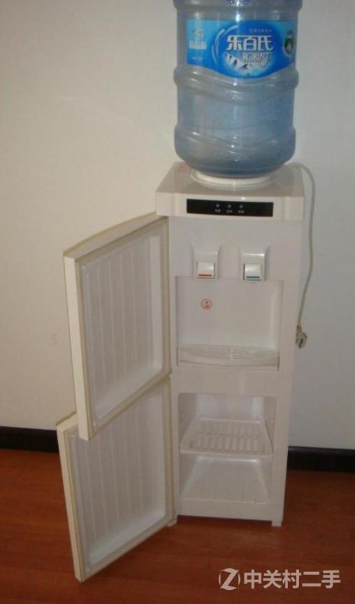 美的立式温热饮水机+乐百氏水桶